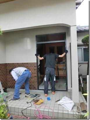 CIMG0226_thumb 名張市桔梗が丘の玄関扉の改修現場です