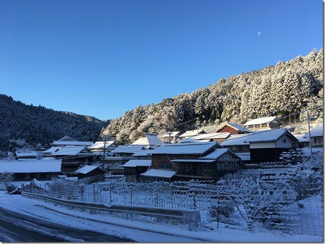 IMG_0013_thumb 一夜にして雪景色の腰山です
