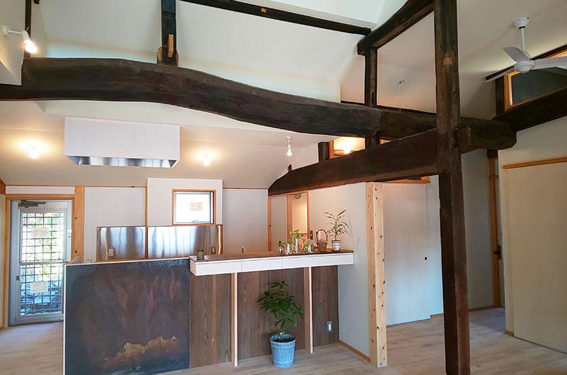 茅葺の古民家再生と薪ストーブのある家