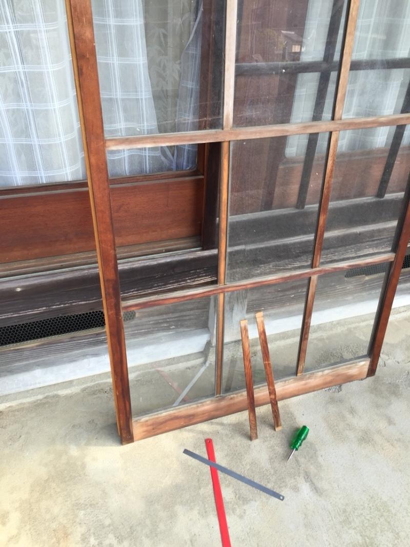 blog_import_550a1d5e20439 木製建具のガラスを入れてもらいます。