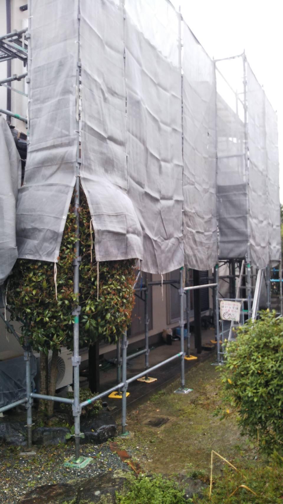 1585726063764 現場中継!外壁塗装の工事が始まっています☆